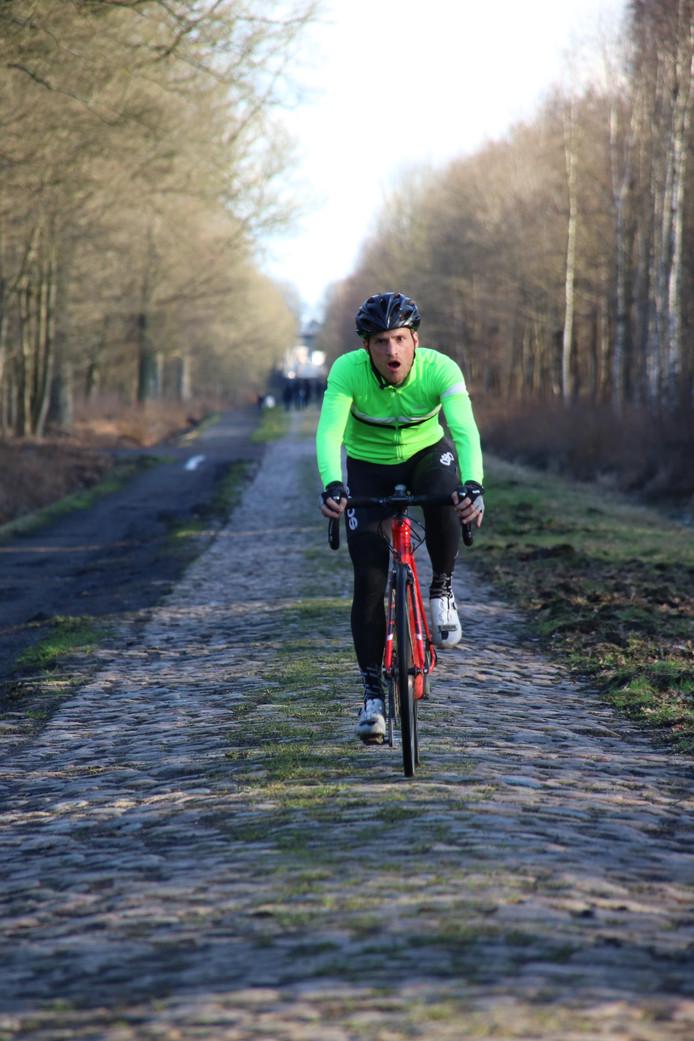Bram de Vrind dinsdag op de onbarmhartige kasseien van Parijs-Roubaix.