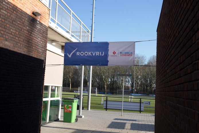 Roken wordt steeds meer verboden op sportparken.