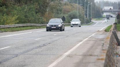 Bijna vier weken verkeershinder voor aanleg nieuwe asfaltlaag op N60
