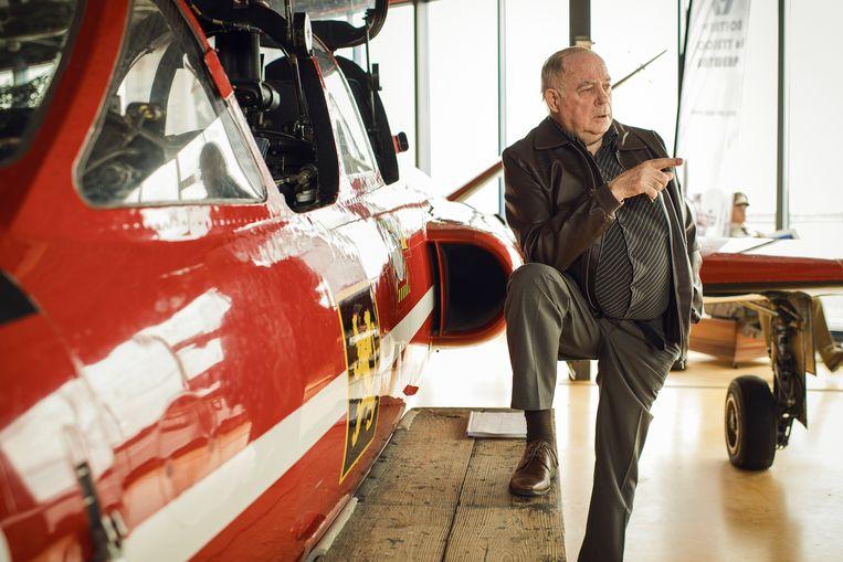 Karel Vervoort bij een Fouga Magister in het Stampe & Vertongen Museum in Deurne Beeld Tim Coppens