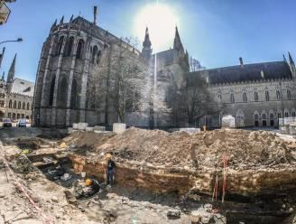 """5.000 skeletten dreigen stad 3 miljoen euro te kosten bij opgravingen aan de Leet: """"Een financieel drama"""""""