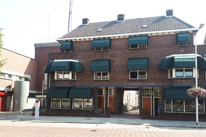 Voormalig kantoor Brabants Dagblad en restaurant L'Amuse aan de Molenstraat. Nu prima opgeknapt.