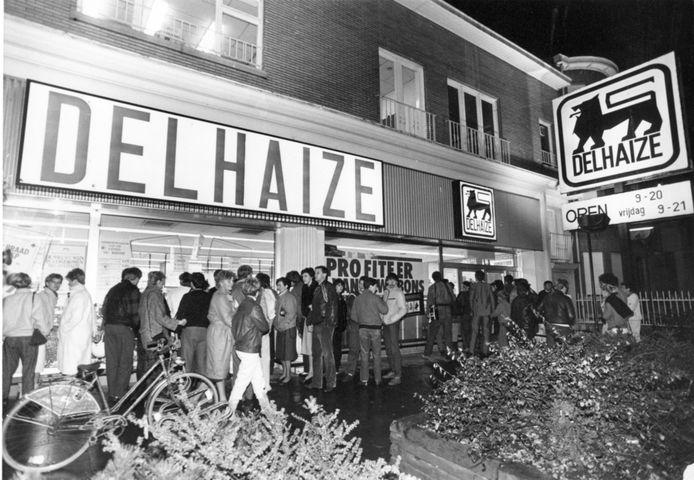 9 november 1985: de laatste en bloederigste keer dat de Bende Van Nijvel met zijn 'Reus' van zich liet horen. De raid op de Delhaize van Aalst eiste 8 levens. Buit: 937.777 Belgische frank of zo'n 23.250 euro.