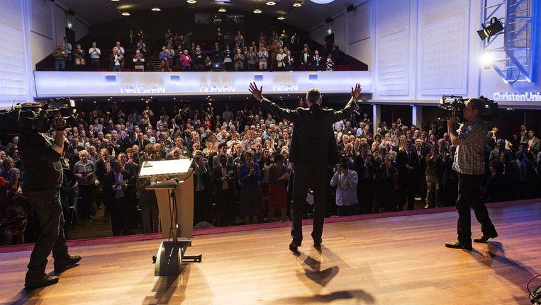 Fractievoorzitter Arie Slob (midden) van de Tweede Kamerfractie van de ChristenUnie. Hij nam zaterdag applaus in ontvangst tijdens het ledencongres in Zwolle. Beeld ANP