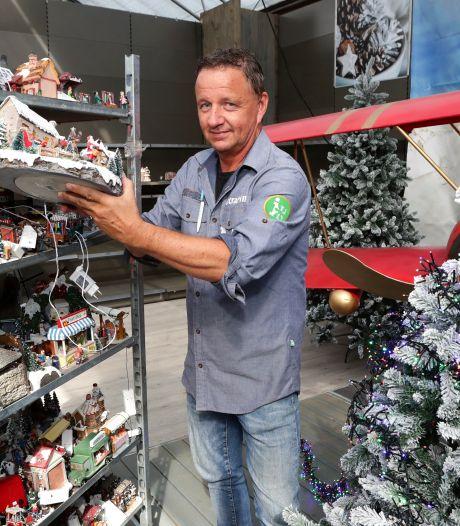 We lopen nog in onze korte broek, maar de pepernoten en kerstballen liggen al in de winkel. Waarom?