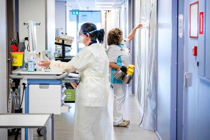 De verpleging op de cohortafdeling van het Elisabeth TweeSteden Ziekenhuis (ETZ).