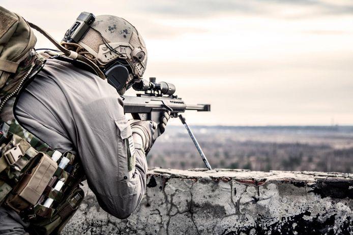 Un sniper des forces spéciales de l'armée britannique (SAS) a tué trois terroristes de l'EI d'une seule balle. Deux d'entre eux sont morts sur le coup. Le premier a été touché à la tête, le second au ventre. Le troisième larron a été abattu après que la balle a ricoché contre le mur pour finir par se loger dans sa nuque. (illustration)