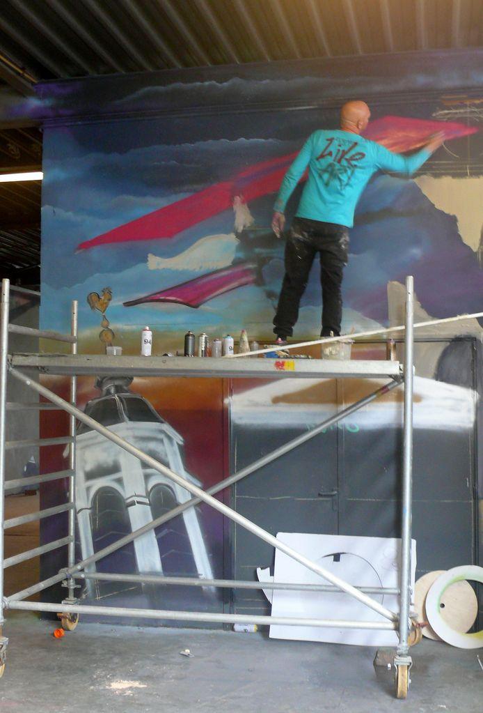 Frank Roks uit Roosendaal in actie op vierde Graffiti Jam in Roosendaal.