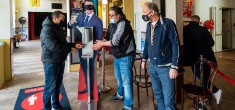 In het Arnhemse Posttheater klinkt bij de voorstelling van Peter Pannekoek weer de lach van het publiek