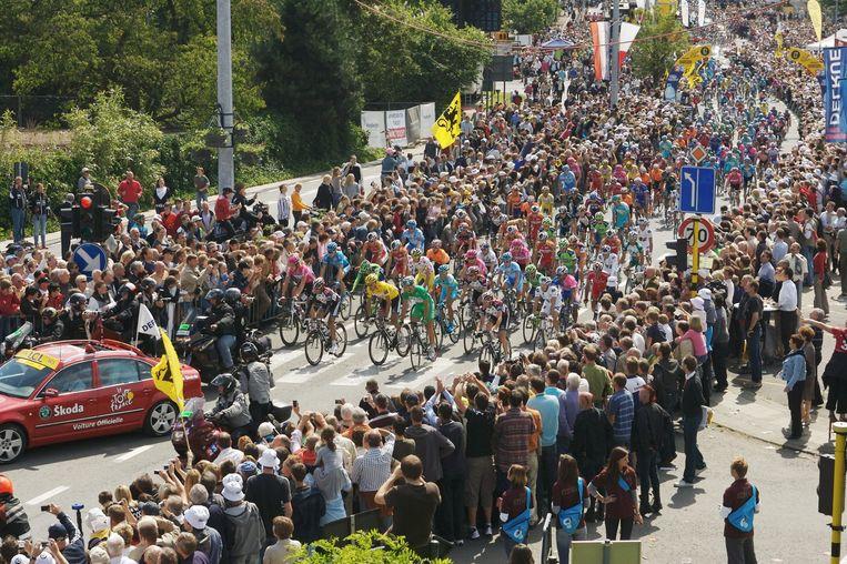 De Tour lokt steeds veel toeschouwers, zoals hier in Waregem in 2007.