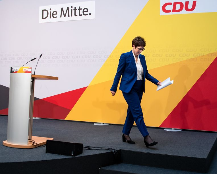 CDU-voorzitter Annegret Kramp-Karrenbauer kondigde aan dat ze bondskanselier Angela Merkel niet zal opvolgen. Beeld Bernd von Jutrczenka/dpa