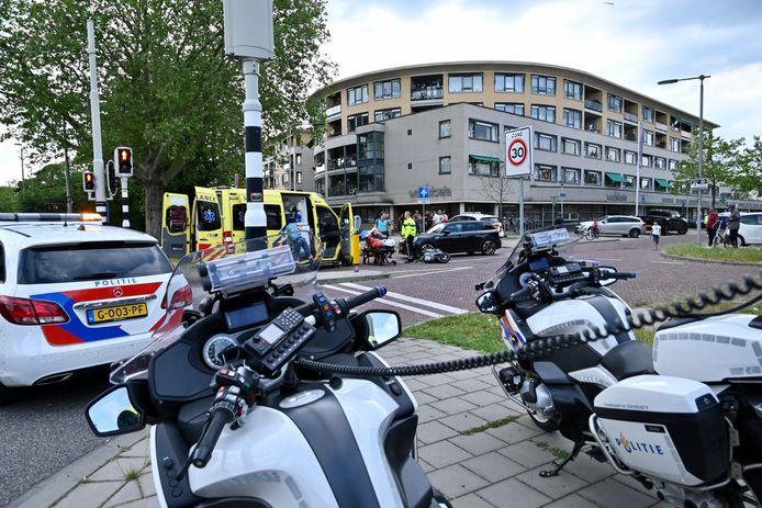 De snorfietser liep verwondingen aan zijn hoofd op door het ongeluk in Arnhem.