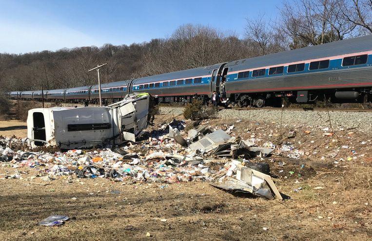 Een trein met tientalle Amerikaanse, Republikeinse parlementariërs botste vandaag op een vuilniswagen. Beeld REUTERS
