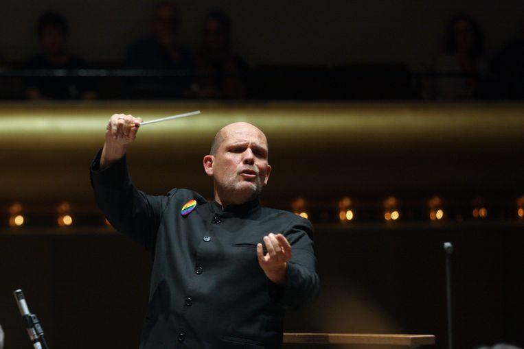 Jaap van Zweden dirigeert het New York Philharmonic in de David Geffen Hall in 2019.  Beeld Getty