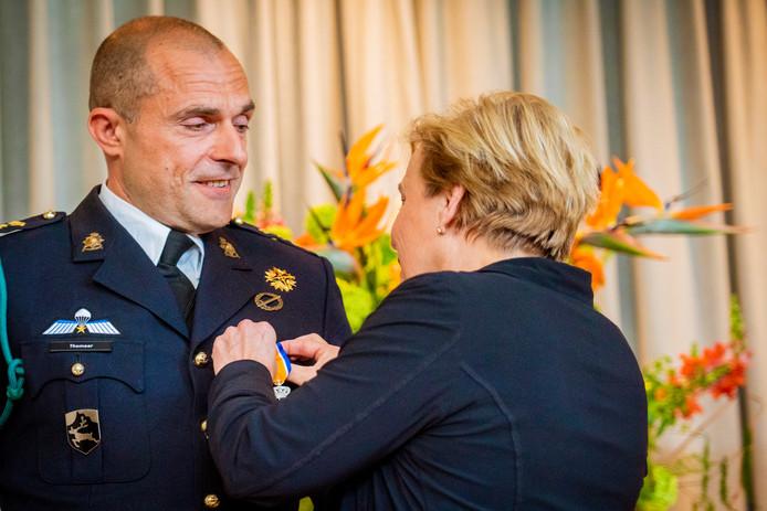 Bij het Nationaal Militair Complex aan de Brasserskade in Den Haag is Emanuel Thomeer (47) uit Veldhoven benoemd tot Ridder in de Orde van Oranje-Nassau met de zwaarden.