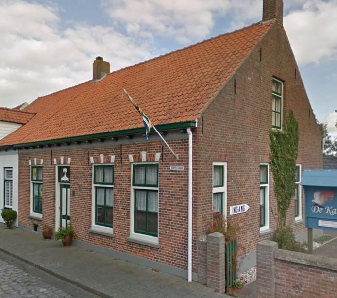 Het huis aan Dorpsstraat 55 in Nieuwvliet is een pand uit 1912 dat nog in originele staat verkeert.