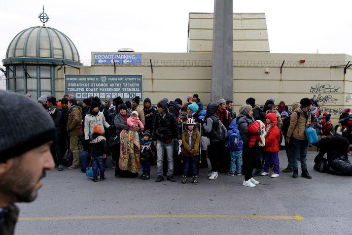 Vluchtelingen in de Griekse havenstad Piraeus.