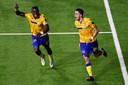 Buatu en Teixeira aan het feest op Stayen. Die laatste heeft net de 2-0 ingeknikt.
