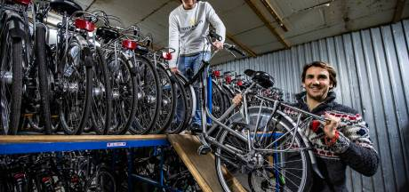 Deze Holtenaren gooien hun leven om en 'verlossen' vader Stam van fietsbedrijf