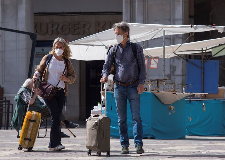 Toeristen op Mallorca op 2 april.  Beeld EPA