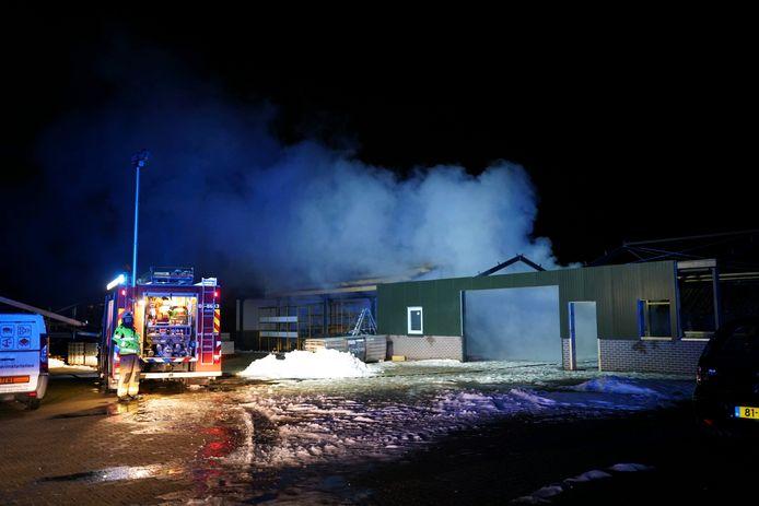 Bij de brand in de schuur in Loerbeek kwam veel rook vrij.