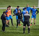 Ricardo Moniz op de training van Excelsior, krijgt hij de boel aan de praat?