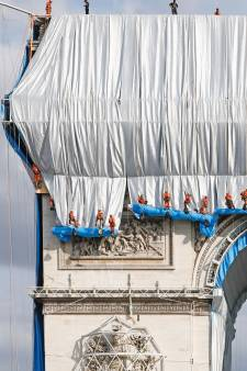 L'Arc de Triomphe empaqueté pour une œuvre posthume de Christo