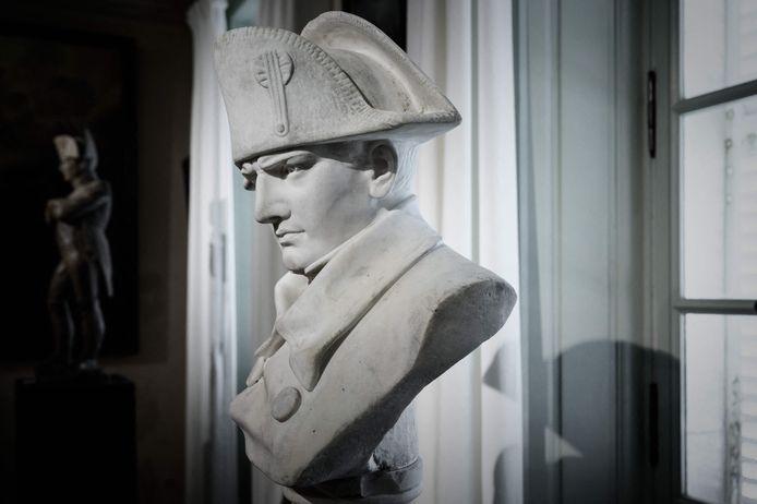 Eén van de vele borstbeelden van Napoleon (Photo by Philippe LOPEZ / AFP)