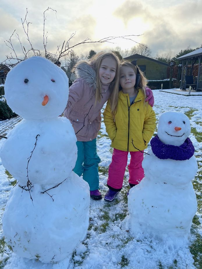 'In Leende lag een heerlijke laag sneeuw. Dus voor het ontbijt naar buiten om twee sneeuwpoppen te maken'