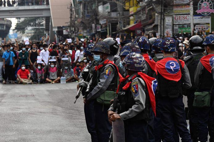Oproerpolitie bij demonstratie in Yangon