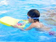 Bij twijfel of kind kan zwemmen: Dan maar even van het startblok