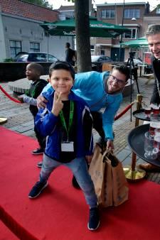 Popcorn en gratis kleding: kinderen van arme gezinnen een dag in de watten gelegd