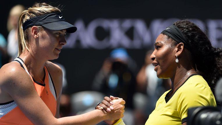 Serena Williams (R) Maria Sjarapova op de Australian Open Beeld anp