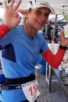 Leonie Ton is snel in eerste deel Spartathlon; nog (maar) 100 kilometer te gaan
