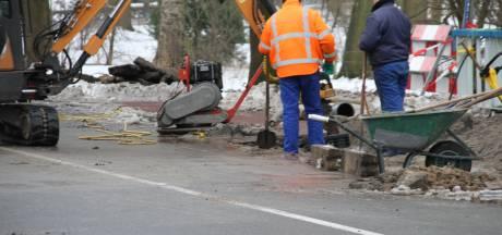 Waterleiding gesprongen in Nijverdal, mogelijk huishoudens zonder water