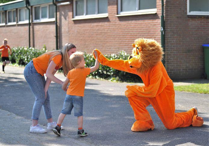 Het sportpark van Redichem kleurde zaterdag helemaal oranje.