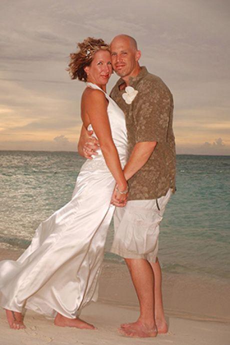 """Atteint de la maladie d'Alzheimer, il se remarie avec sa femme une deuxième fois: """"C'était tellement magique"""""""