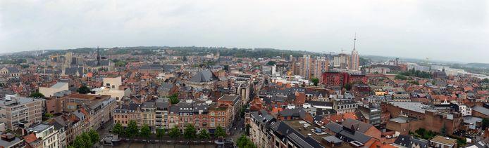 Leuven is de duurste centrumstad van Vlaanderen. Enkel Gent laat nog hogere prijzen optekenen voor appartementen. Wat betreft woningen spant Leuven met voorsprong de kroon.