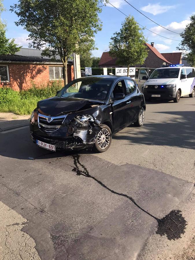 Beide voertuigen liepen aanzienlijke schade op na de aanrijding.