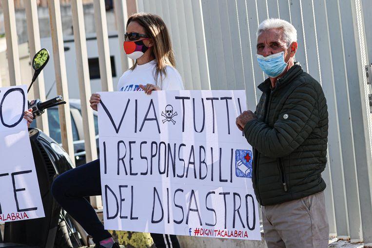 Een protestactie tegen het falende gezondheidsbeleid in Calabrië. Beeld Photo News