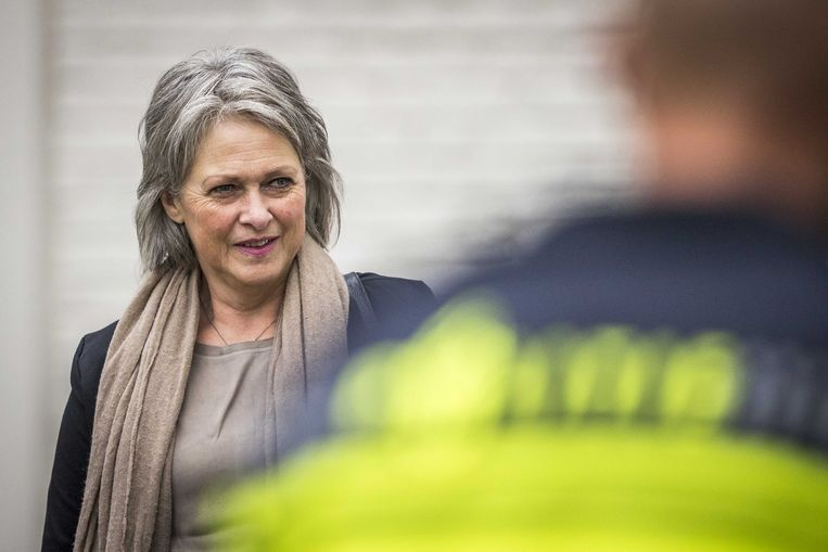 Berthie Verstappen, moeder van de in 1998 dood gevonden jongen Nicky, komt aan bij de rechtbank in Maastricht. Beeld ANP