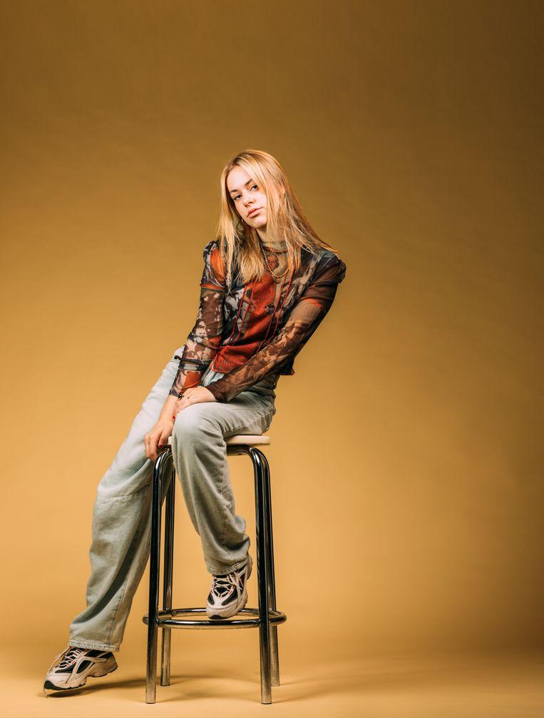 Nette is nog op zoek naar haar stijl, en dat doet ze vooral in tweedehandswinkels. Beeld Rebecca Fertinel