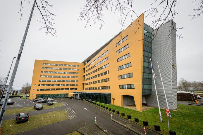 Het grootste kantoorpand van Twente aan de Hazenweg komt in andere handen. Welke invulling het krijgt, staat nog helemaal open.