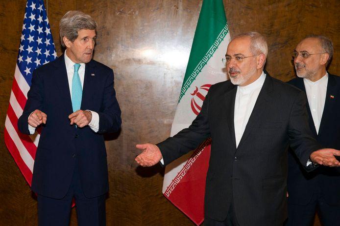 Obama's minister van Buitenlandse Zaken John Kerry onderhandelt met zijn Iraanse collega Mohammad Jawad Zarif in 2015.