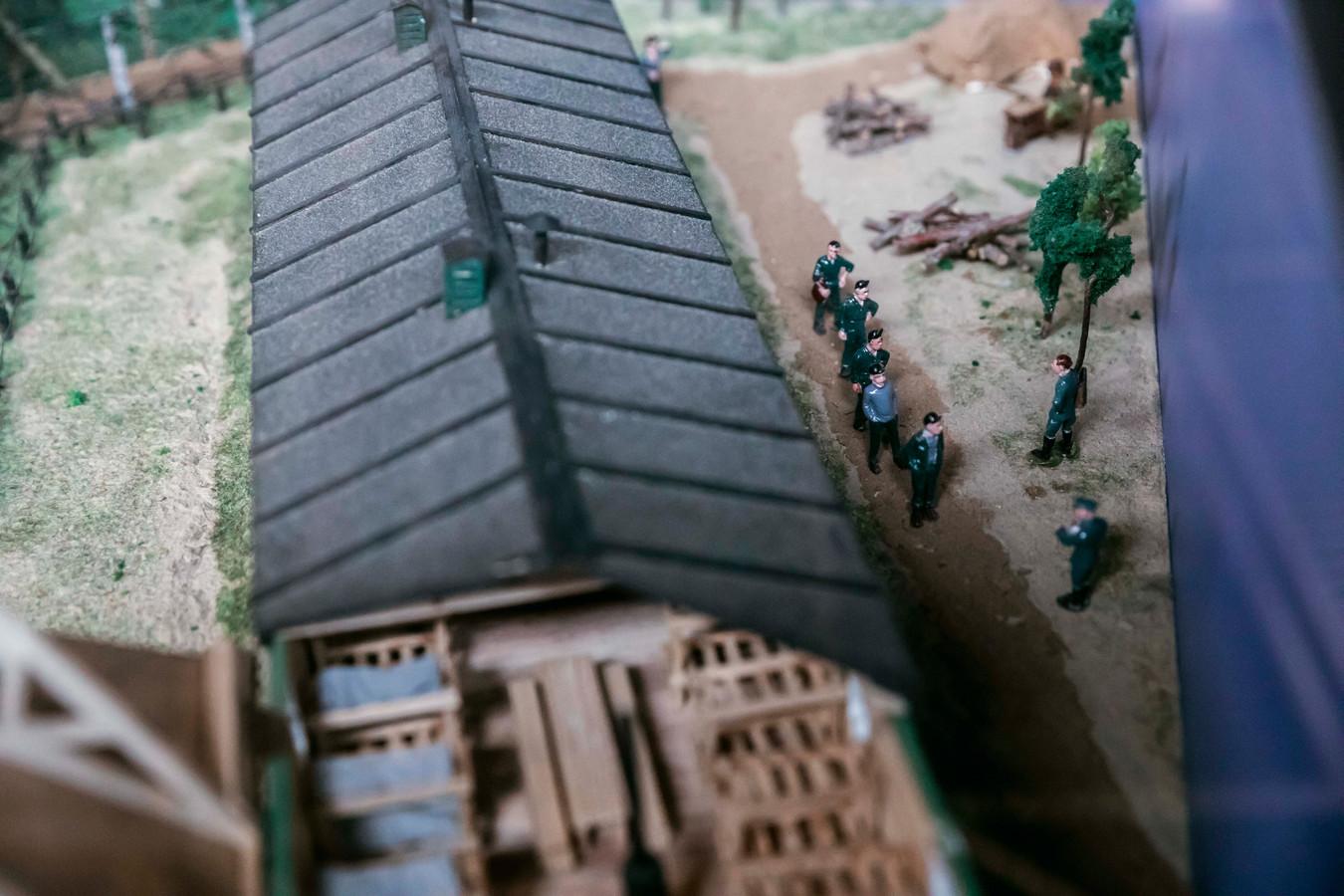 Een maquette toont hoe het Russisch kamp eruitzag.