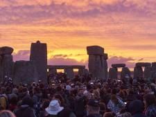 23.000 illuminés et curieux au solstice d'été de Stonehenge