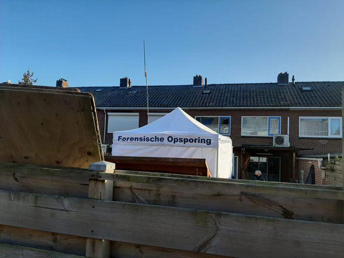 De politie doet maandag onderzoek bij een woning in 's-Heerenberg