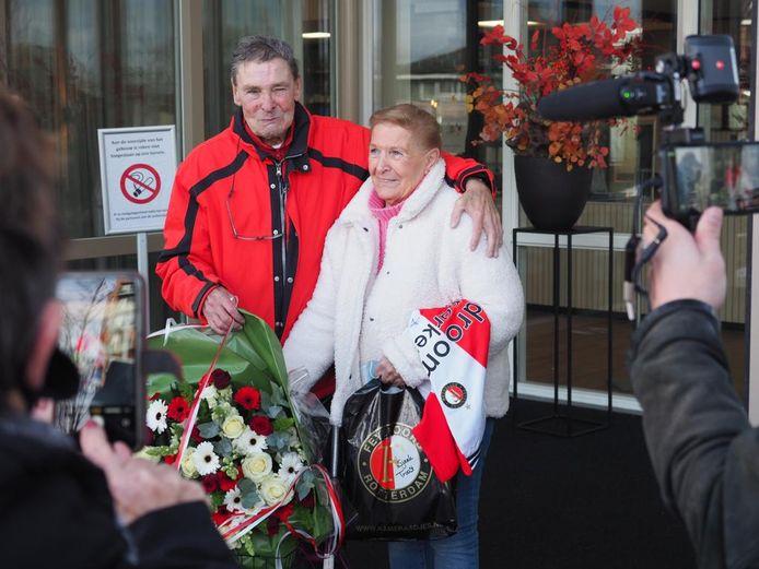 Jaap Plugers (Hand in Hand) met zijn vrouw Miep.