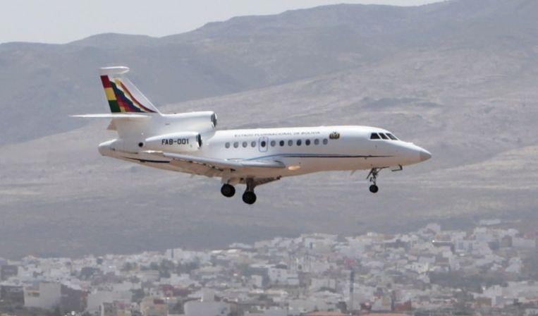 Het toestel van Evo Morales landt op Gran Canaria. Beeld afp