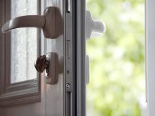 Man (34) steelt uit woning van bejaarde vrouw in Tilburg terwijl ze in de tuin zit te puzzelen